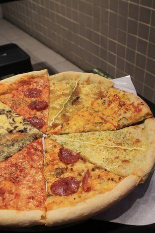 Foto 30 - Makanan di Sliced Pizzeria oleh Prido ZH