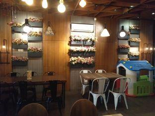 Foto 9 - Interior di De Cafe Rooftop Garden oleh yeli nurlena