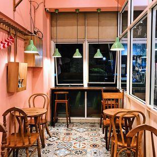 Foto 6 - Interior di Lazy Boss oleh Della Ayu