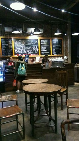 Foto 2 - Interior di Anomali Coffee oleh Renodaneswara @caesarinodswr