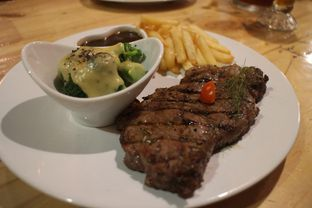 Foto 3 - Makanan(Sirloin Medium Well) di Double U Steak by Chef Widhi oleh Magdalena Fridawati