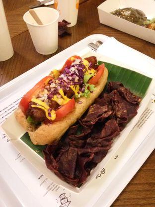 Foto 6 - Makanan(Vegan Hot Dog) di Burgreens Express oleh Clara Yunita