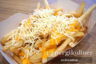 Foto 2 - Makanan(Double Cheese Loaded Fries) di McDonald's oleh Asharee Widodo