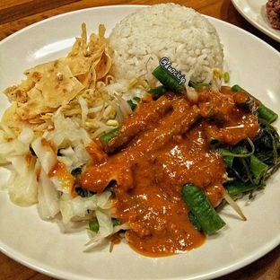 Foto 9 - Makanan(Nasi Pecel Spesial Karmila) di Sambal Khas Karmila oleh felita [@duocicip]