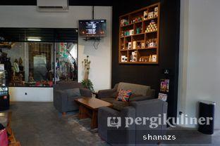 Foto 1 - Interior di Doppio Coffee oleh Shanaz  Safira