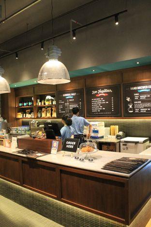 Foto 10 - Interior di Djournal Coffee oleh Prido ZH