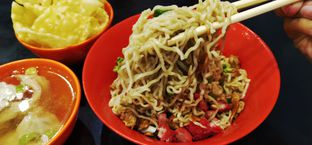 Foto 1 - Makanan di Bakmi Pulomas oleh Pinasthi K. Widhi