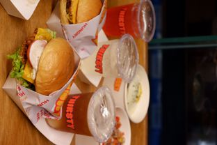 Foto review Thirsty & Hungry oleh yudistira ishak abrar 12