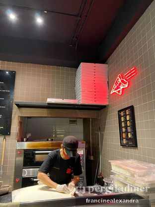 Foto 7 - Interior di Sliced Pizzeria oleh Francine Alexandra