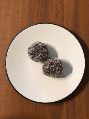 Foto 5 - Makanan(Chocolate Balls) di Stockholm Syndrome oleh feedthecat