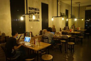 Foto 6 - Interior di Gerilya Coffee and Roastery oleh yudistira ishak abrar