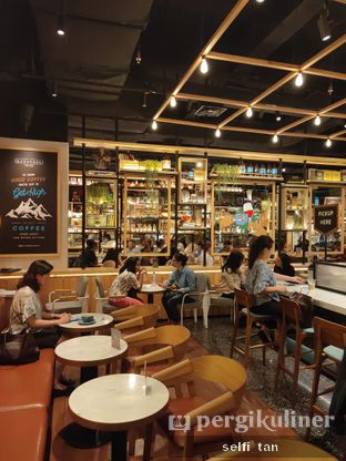 Foto 2 - Interior di Djournal Coffee oleh Selfi Tan