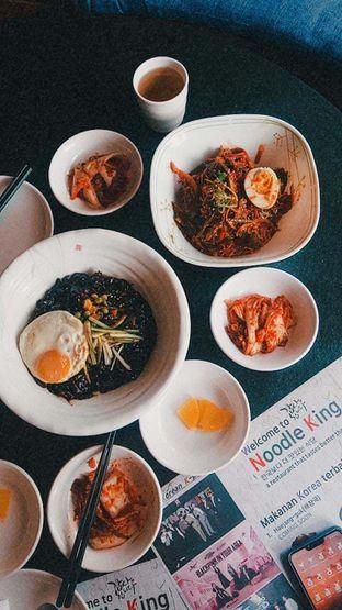 Foto 30 - Makanan di Noodle King oleh duocicip
