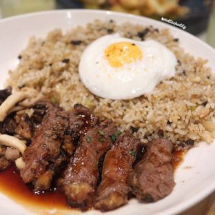 Foto 5 - Makanan(Hokubee Beef with olive rice) di Beatrice Quarters oleh Stellachubby