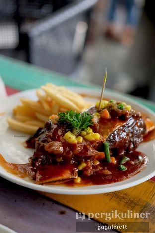 Foto 1 - Makanan di The Grounds oleh GAGALDIETT