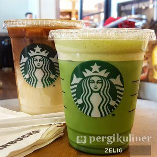 Foto - Makanan(Green Tea Latte (Front), Caramel Macchiato (Rear)) di Starbucks Coffee oleh @teddyzelig