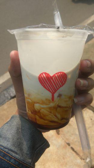 Foto 4 - Makanan(Ice Milk Boba (IDR 20k)) di Kopi Kenangan oleh Renodaneswara @caesarinodswr