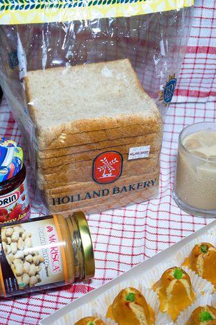Foto review Holland Bakery oleh yudistira ishak abrar 4