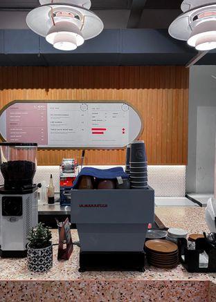 Foto 2 - Interior di Mae Coffee & Eatery oleh houseofoodies
