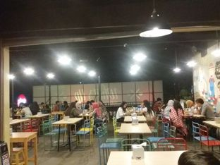 Foto 4 - Interior di What's Up Cafe oleh Nintia Isath Fidiarani