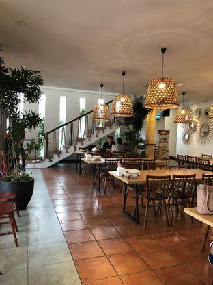 Foto 7 - Interior di Oma Seafood oleh @Sibungbung