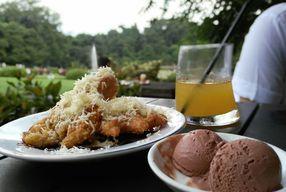 Foto Grand Garden Cafe & Resto