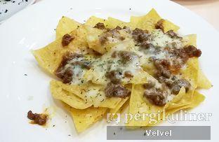 Foto 2 - Makanan(Nachos) di Le Epicure Patisserie oleh Velvel