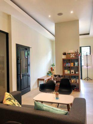 Foto 8 - Interior di Komune Cafe oleh kdsct
