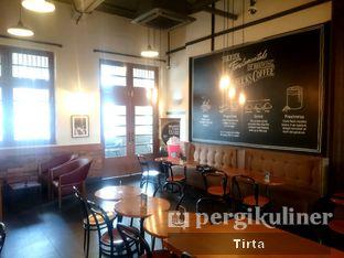 Foto 9 - Interior di Starbucks Coffee oleh Tirta Lie