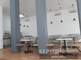 Foto 5 - Interior di The Neighbors Cafe oleh Prita Hayuning Dias