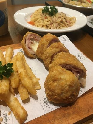 Foto review The People's Cafe oleh Prido ZH 1