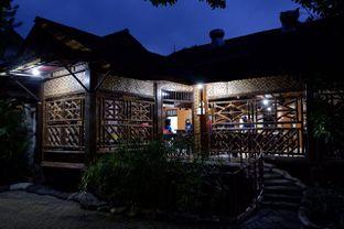 Foto 13 - Interior di Pondok Ikan Bakar Khas Kalimantan oleh yudistira ishak abrar