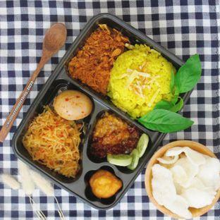 Foto review Nasi Kuning Ceu Mu'ah & Nasi Ijo Mazbay oleh Kuliner Addict Bandung 1