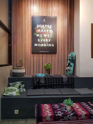 Foto 5 - Interior di Makmur Jaya Coffee Roaster oleh Widya WeDe ||My Youtube: widya wede