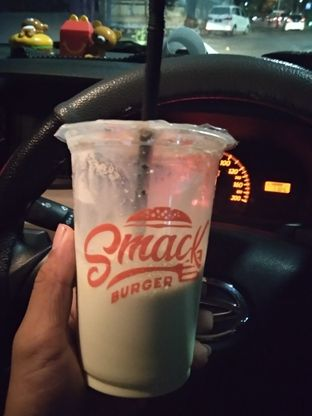 Foto 1 - Makanan di Smack Burger oleh vio