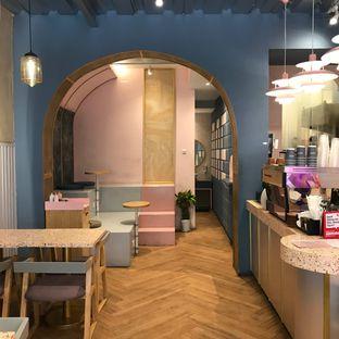 Foto 3 - Interior di Mae Coffee & Eatery oleh Della Ayu