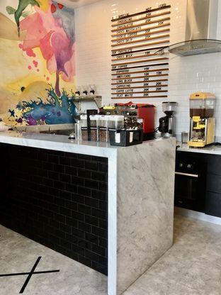 Foto 2 - Interior di Dapur Cokelat Coffee oleh Prido ZH