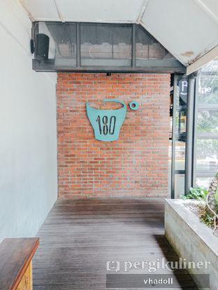 Foto 2 - Interior di One Eighty Coffee and Music oleh Syifa
