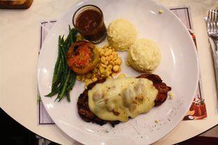 Foto 3 - Makanan(Sirloin Cheese Steak) di Justus Steakhouse oleh Novita Purnamasari