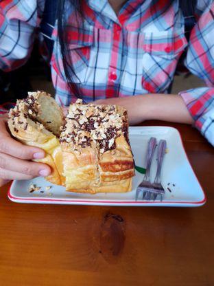 Foto 2 - Makanan(Nougat Meses) di Koffie Kedai oleh Adhy Musaad