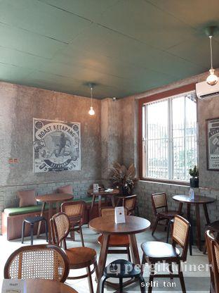 Foto 3 - Interior di Roast Coffee oleh Selfi Tan
