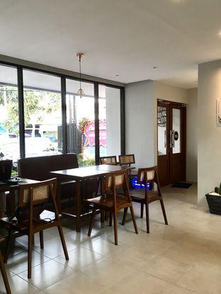 Foto 9 - Interior di Likely Cafe & Resto oleh Prido ZH