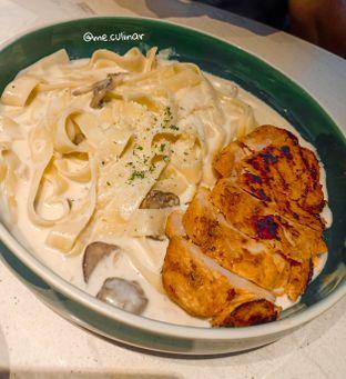 Foto 4 - Makanan(Grilled Chicken Fettucine Carbonara) di Raindear Coffee & Kitchen oleh Nika Fitria