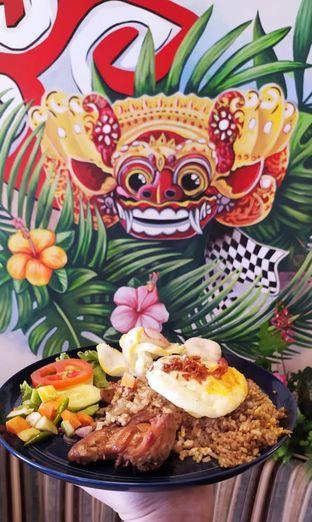 Foto 6 - Makanan(Nasi Goreng Kampung) di KAJOEMANIS oleh Gembuli Tan