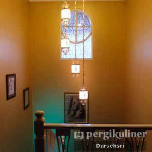 Foto 9 - Interior di Mid East Restaurant oleh Darsehsri Handayani