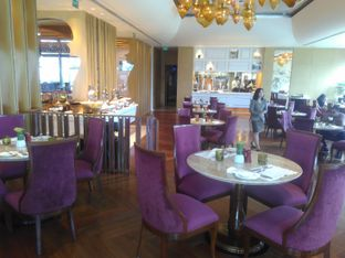 Foto 1 - Interior di Arts Cafe - Raffles Jakarta Hotel oleh Renodaneswara @caesarinodswr