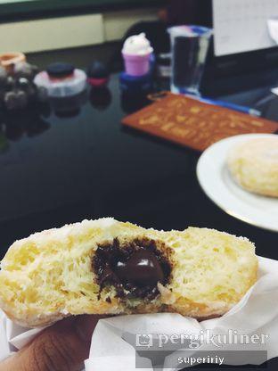Foto 2 - Makanan(choco filling) di Dunkin' Donuts oleh @supeririy