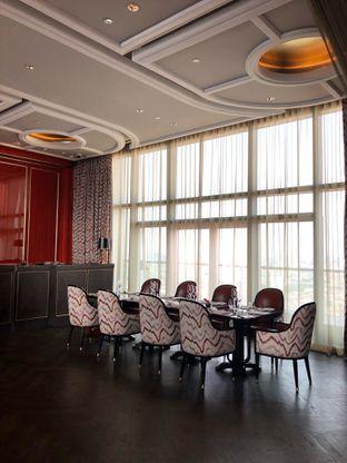 Foto 11 - Interior di Alto Restaurant & Bar - Four Seasons oleh feedthecat