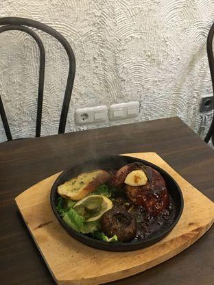 Foto 4 - Makanan di Trvffle Bistro oleh Jeljel