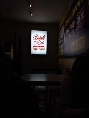 Foto 7 - Interior di Waroeng Steak & Shake oleh Devi Renat